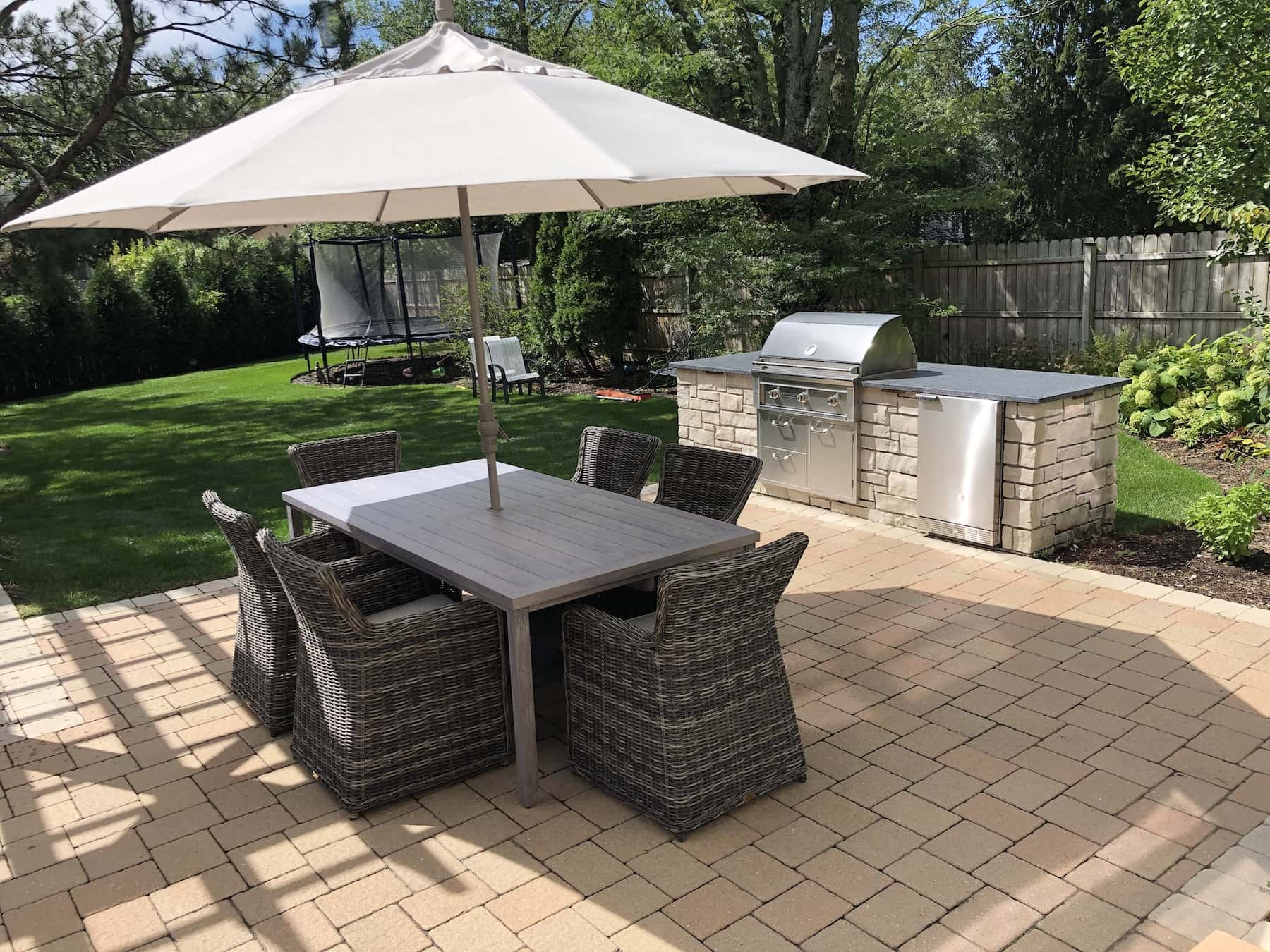 Outdoor Dining With Outdoor Kitchen Northbrook, IL