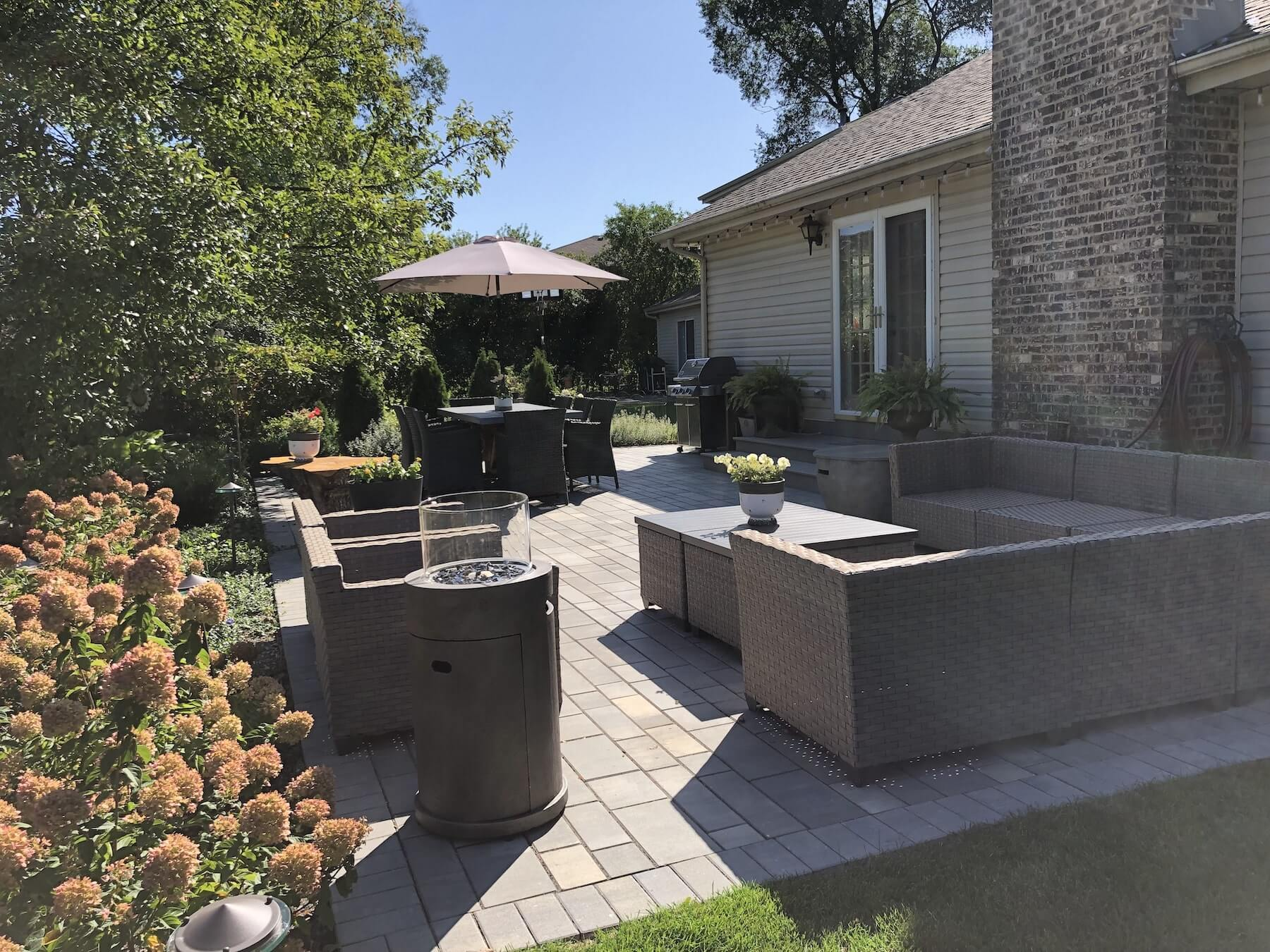 Backyard Paver Patio and Outdoor Furniture Northbrook Il